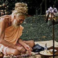 Alla ricerca di Dio, dalle carceri italiane alle grotte dell'India